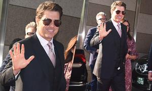 Tom Cruise quên kéo khóa quần khi dự lễ ra mắt phim ở Tokyo