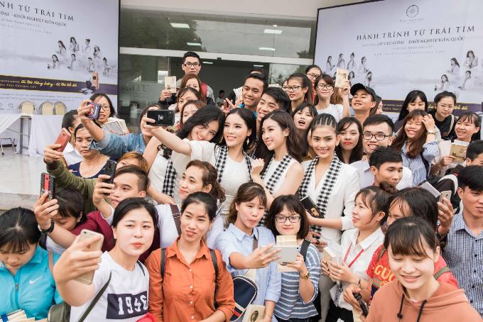 Thông qua những cuốn sách này, ông Đặng Lê Nguyên Vũ muốn gửi gắm thông điệp đến 30 triệu thanh niên Việt: Sự hùng mạnh của một quốc gia phụ thuộc vào ba thành tố căn bản gồm độ lớn của khát vọng, chí hướng của quốc gia; trí huệ, sự minh triết và sự đoàn kết của toàn quốc gia.