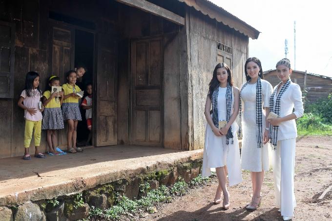 Các người đẹp đến Buôn EaMap, thị trấn Ea Pốc, huyện Cư Mgar, Đắk Lắk.
