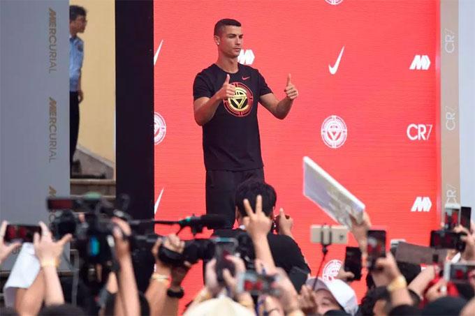 CR7 có mặt ở đất nước đông dân nhất thế giới theo chương trình được tổ chức bởi một đối tác lớn của anh. C. Ronaldo được đội bóng mới Juventus cho nghỉ ngơi sau khi World Cup diễn ra nhưng anh tận dụng thời gian để hoàn thành hợp đồng với nhà tài trợ.