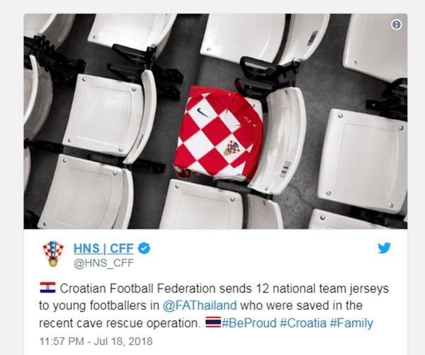 LĐBĐ Croatia gửi tặng áo đấu cho đội bóng nhí Lợn Hoang. Ảnh: Twitter.