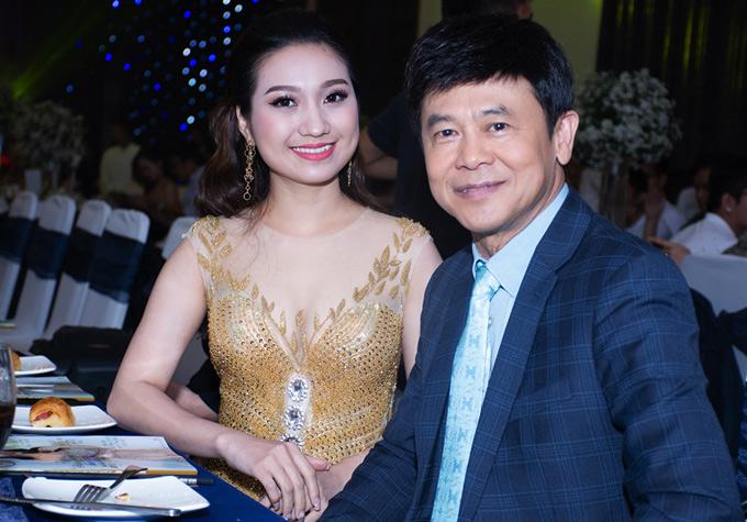 Ca sĩ Cao Mỹ Kim rạng rỡ bên nghệ sĩ Thái Châu.