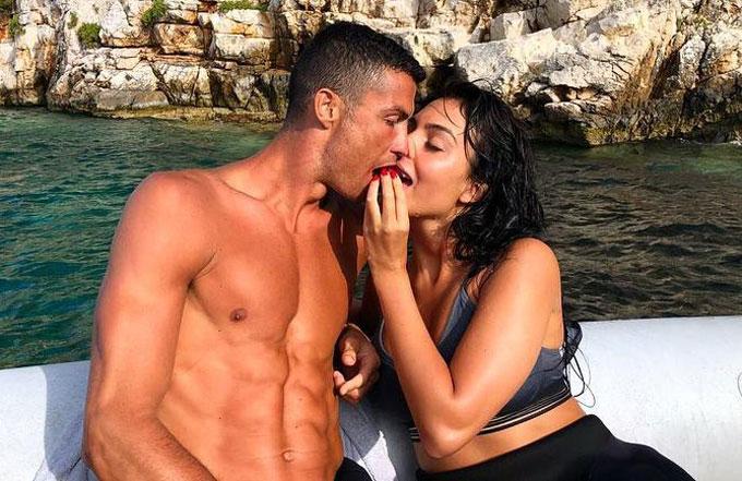 C. Ronaldo và bạn gái trong kỳ nghỉ ở Hy Lạp. Ảnh: NN.