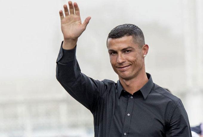 C. Ronaldo để lại tiền tip nhiều khó tin cho nhân viên phục vụ - 1