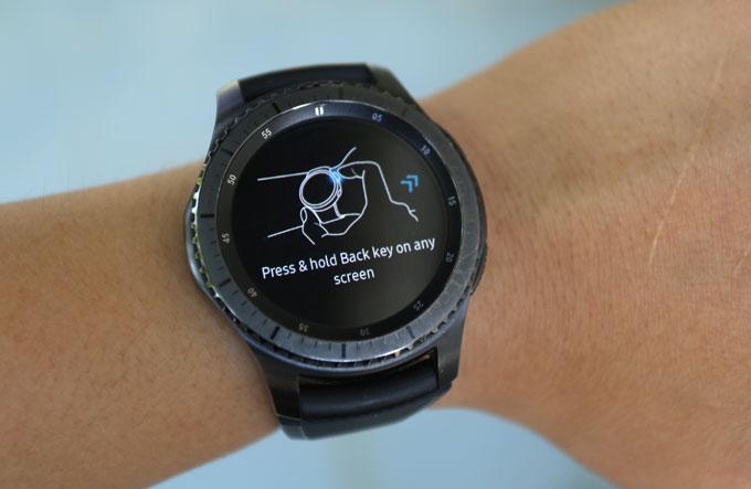 Cách truy cập nhanh Samsung Pay trên Gear S3.