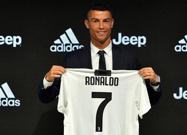 Cristiano Ronaldo tại buổi họp báo ra mắt câu lạc bộ Juventus ngày 16/7 tại thành phố Turin, nước Ý. Ảnh: CNBC.