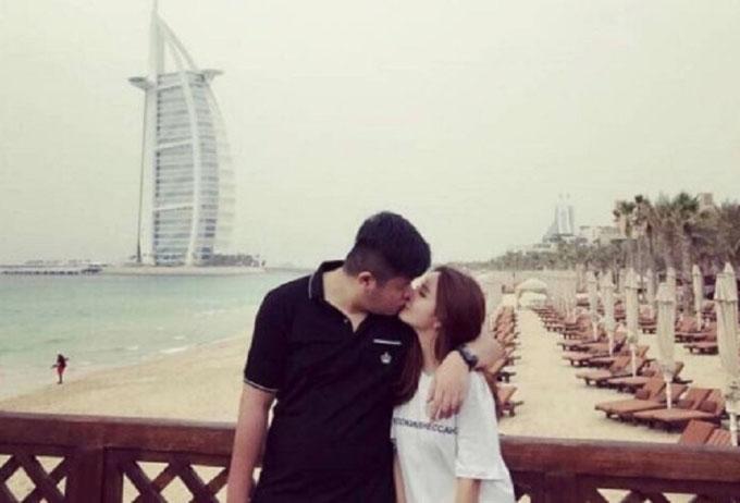 Zhang và bạn gái hot girl lúc còn mặn nồng. Ảnh: Weibo.