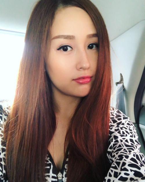 Hoa hậu Mai Phương Thúy selfie sống ảo trong ngày mưa gió.