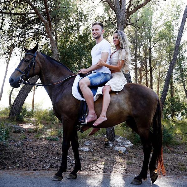 Rakitic dành thời gian nghỉ bên gia đình trước khi trở lại tập trung cùng Barca. Ảnh: Instagram.