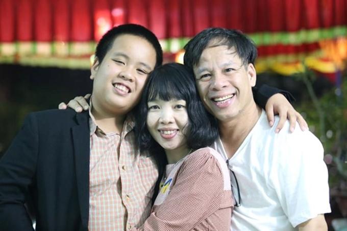 Thần đồng Đỗ Nhật Nam và bố mẹ.