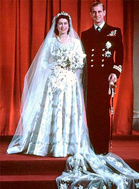 Ảnh cưới hơn 70 năm trước của Nữ hoàng Anh và Hoàng thân Philip. Ảnh: Royal UK.