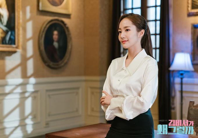 Trang phục công sở gây sốt của  Thư ký Kim có giá từ vài trăm nghìn đồng - 3