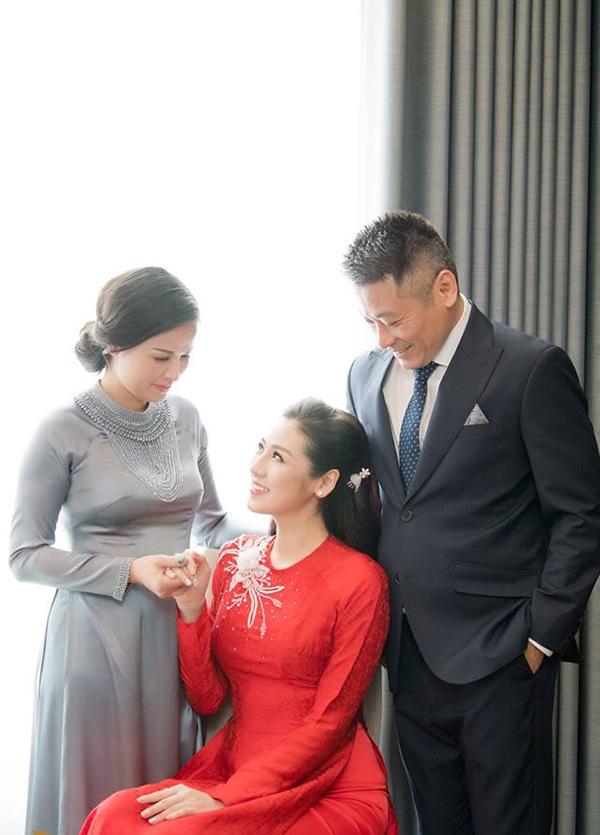 Tú Anh sinh ra trong một gia đình khá giả tại Hà Nội. Từ khi trở thành Á hậu Việt Nam 2012, cô luôn được mẹ theo sát trong mọi hoạt động.