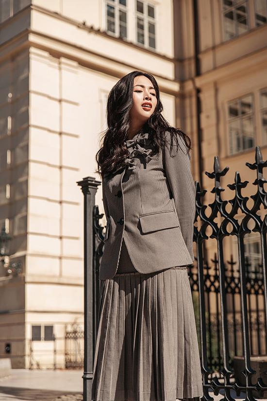 Bước vào không khí chuyển mùa, các kiểu vest trở nên có giá trị hơn bao giờ hết. Phái đẹp chọn chúng để xây dựng phong cách hợp mốt mùa thu.
