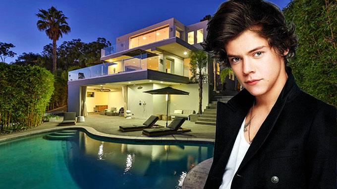 Harry Styles mua căn biệt thự ở Tây Hollywood, Los Angeles vào tháng 1/2016 để bắt cuộc sống mới tại Mỹ khi nhóm nhạc One Directione tan rã.