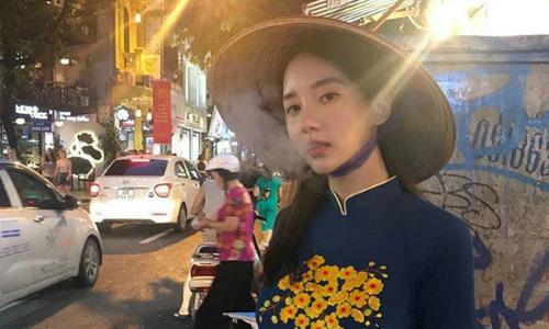 Bạn gái cũ của TOP bị khán giả Việt thóa mạ vì hút thuốc khi mặc áo dài