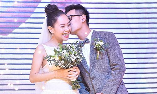 Hoàng Quyên hát tặng chồng trong lễ cưới