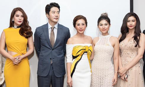 Kwon Sang Woo dự tiệc cùng dàn sao Việt