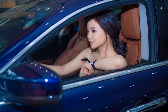 Theo ông Anh Tú, Nam Chung Auto đã phải nghiên cứu rất kỹ về nhân tố là đại diện hình ảnh cho showroom, sau đó mới đưa ra quyết định lựa chọn fashionista Stella Chang (Nguyễn Thu Trang). Cô sinh ra tại Hòa Bình, được đánh giá là người phụ nữ tài năng, có khuôn mặt xinh đẹp, ngoại hình cân đối, thành công trong kinh doanh, có phong cách sống hiện đại. Người đẹphiện là Chủ tịch MLi Việt Nam, sở hữu thương hiệu thời trang Muse by Chang Chang.