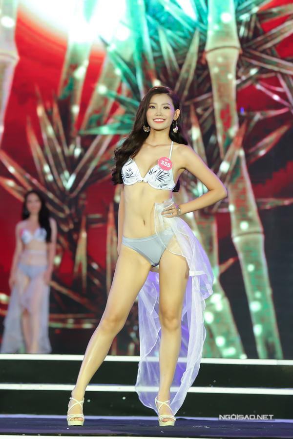 Phạm Thị Minh Châu cao 1,71m, số đo 81-65-95.