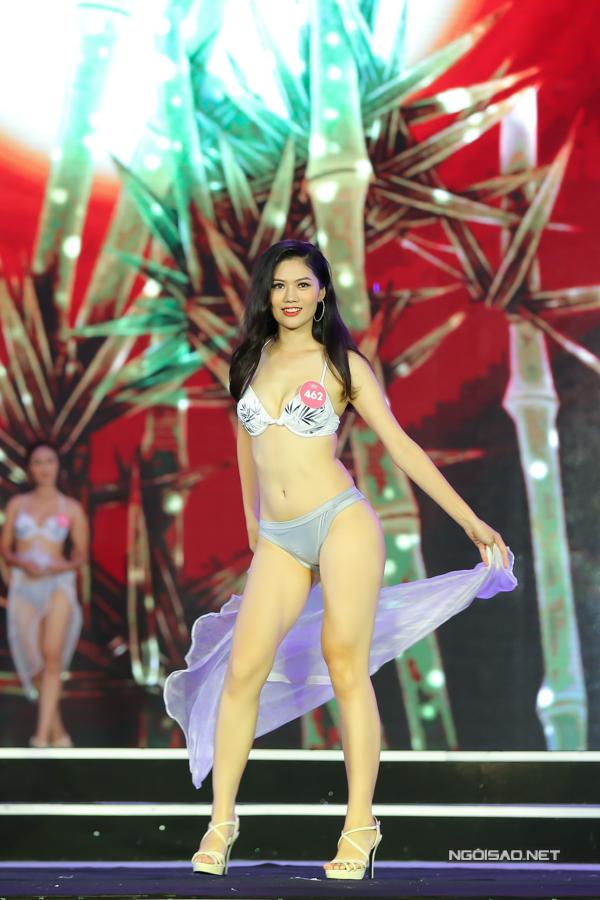 Vũ Hương Giang là thí sinh có chiều cao tốt tại cuộc thi năm nay với 1,72m. Chỉ số của cô là 82-64-98.