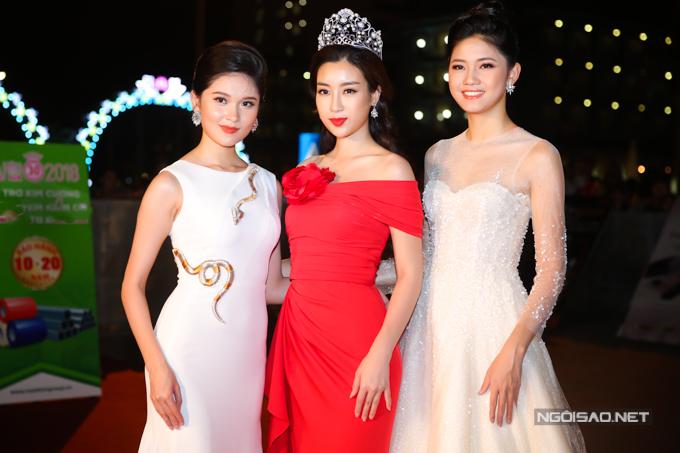 Top 3 Hoa hậu Việt Nam 2016 từ trái qua: Thùy Dung - Mỹ Linh - Thanh Túhội ngộ cùng nhau. Sau cuộc thi, họ vẫn giữtình chị em thân thiết và luôn gắn bó trong nhiều hoạt động của ban tổ chức.