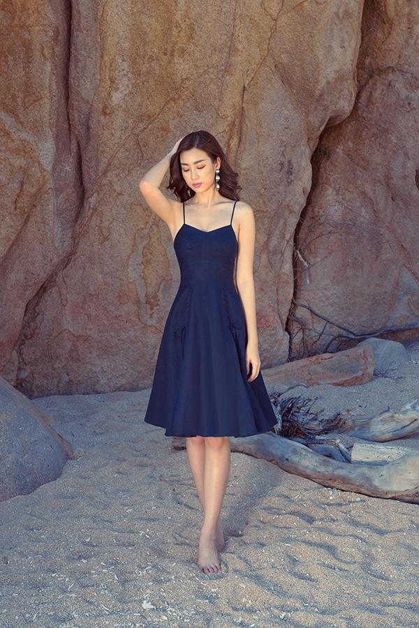 Đỗ Mỹ Linh khoe dáng cùng các mẫu váy cắt xẻ gợi cảm - 8