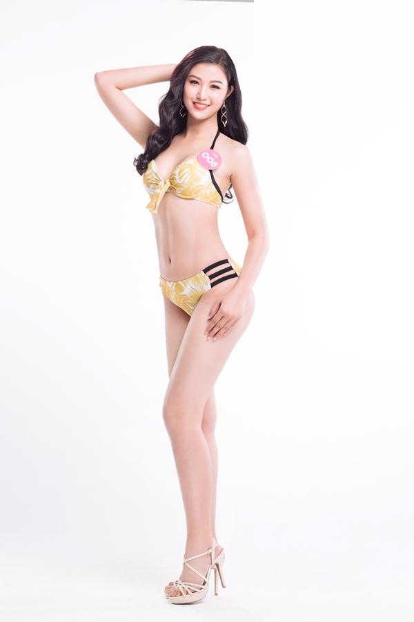 Thí sinh cao nhất: Tuy chỉ mới 19 tuổi, Nguyễn Thị Ngọc Bích có chiều cao vượt trội 1,78m. Người đẹp quê Hà Tĩnh có chỉ số 84-64-94.
