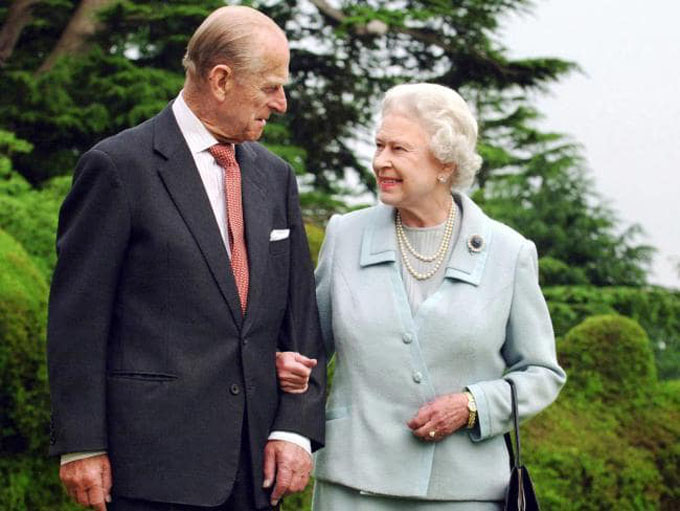 Vợ chồng Nữ hoàng đã ở bên nhau 70 năm. Ảnh: Reuters.