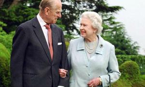 Nữ hoàng Anh bực bội khi Hoàng thân Philip bị đồn đã qua đời