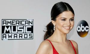 Không có Justin Bieber, Selena Gomez còn cả sản nghiệp để mừng tuổi 26