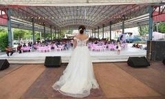 Cô dâu Thái Lan xin lỗi khách vì chú rể bỏ trốn