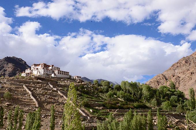 Ladakh - tại sao phải đi một lần trong đờiLadakh là khu vực bí ẩn của đất nước Ấn Độ, đòi hỏi khách du lịch kể cả địa phương hay nước ngoài, khi muốn tham quan toàn bộ vùng đất này đòi hỏi phải chuẩn bị rất nhiều giấy thông hành đặc biệt.Ladakh - tại sao phải đi một lần trong đời - 5