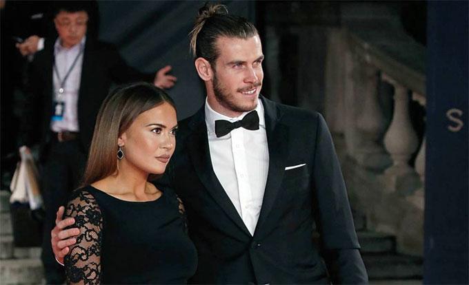 Bale và vợ sắp cưới Emma Rhys-Jones. Ảnh: NN.