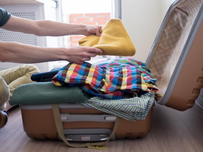 Bên trong hành lý xách tay của các tiếp viên hàng không có gì