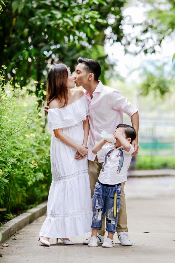 Từng gặp nhiều sóng gió khi công khai tình cảm, Khánh Thi - Phan Hiển đang có cuộc sống rất viên mãn, tràn ngập tiếng cười.