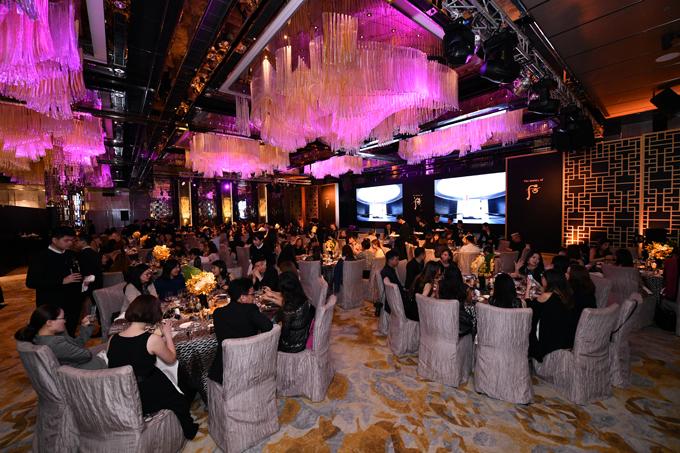 Sự kiện toàn cầu 2018 Royal Court Banquet quy tụ hàng trăm khách mời là các nghệ sĩ, báo chí và những người có tầm ảnh hưởng trong giới làm đẹp của Hàn Quốc, Trung Quốc, Singapore, Hong Kong, Thái Lan, Malaysia và Đài Loan.