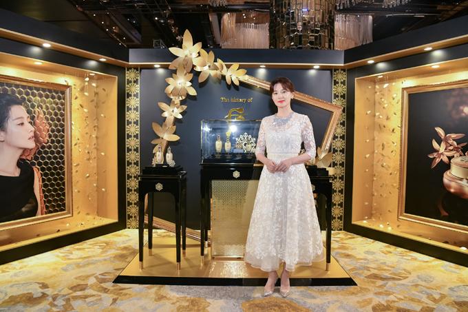 Nữ diễn viên nhận nhiều lời khen từ các quan khách bởi thần thái trang nhã, sang trọng.