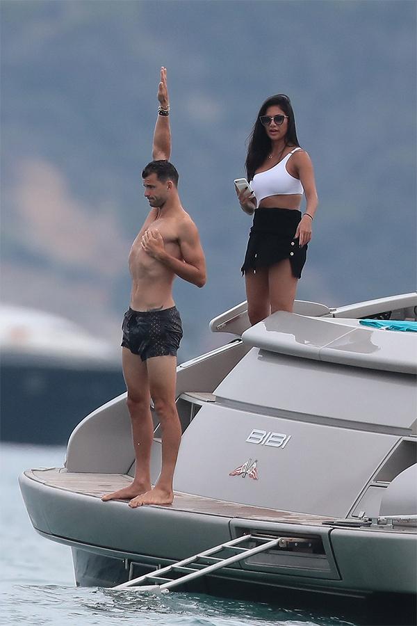 Grigor Dimitrov vàNicole Scherzinger đang tận hưởng những ngày nghỉ vui vẻ ở vùng biểnSaint Tropez.Cặp đôi hẹn hò được ba năm nay nhưng thường xuyên sống xa cách vì tính chất công việc.