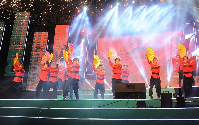 Vũ đoàn Rồng Con thể hiện một tiết mục mang màu sắc dân gian. Sau TP HCM, Ngày hội Gia đình còn được tổ chức tại Hà Nội vào ngày 29/7.