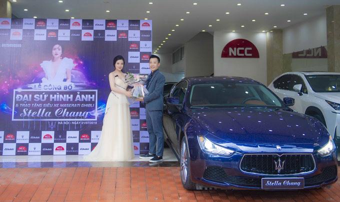 Ông Trần Anh Tú - Phó Giám đốc Nam Chung Auto cho hay với cách làm này Nam Chung muốn khẳng định với tất cả những người đam mê chơi xe sang và muốn sở hữu xe sang tại Việt Nam về cách làm, cách nghĩ và cách phục vụ đặc biệt, đẳng cấp và đầy thú vị của mình tới khách hàng.