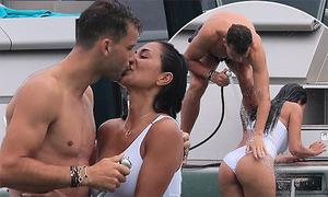 Dimitrov và bạn gái hơn 13 tuổi tình tứ trên du thuyền