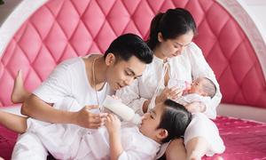 Khánh Thi - Phan Hiển chia nhau chăm sóc hai con