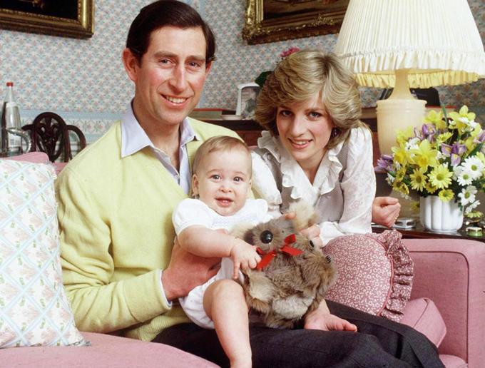 Thái tử Charles, Công nương Diana và Hoàng tử William chụp ảnh gia đình năm 1982. Ảnh: Royal UK.
