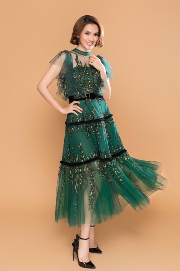 Diễn viên - ngưởi mẫu Anh Thư vừa thực hiện bộ ảnh thời trang mới. Cô lần đầu hợp tác và diện những thiết kế mới nhất của Lê Thanh Hòa vừa được giới thiệu vào hôm 14/7.