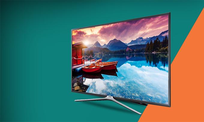 Smart Tivi Samsung32 inch UA32M5503 giá gốc 9 triệu, giảm độc quyền còn 6,79 triệu đồng. Sản phẩm có độ phân giải Full HD lên đến 1920 x 1080, hệ điều hàn: Tizen OS, đặc biệt có thể điều khiển tvi bằng ứng dụng trên điện thoại.