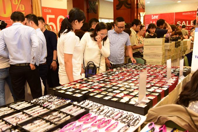 Hàng nghìn mẫu đồng hồ được bán tại sự kiện Vstyles Private Sale