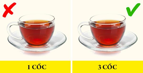 Trà đenTrà đen rất giàu chất chống oxy hóa flavonoid - hợp chất có khả năng tăng cường đốt cháy chất béo trong cơ thể. Nghiên cứu cũng chỉ ra rằng, uống 3 cốc trà đen mỗi ngày giúp giảm nguy cơ mắc bệnh tiểu đường tuýp 2 lên tới 42%.