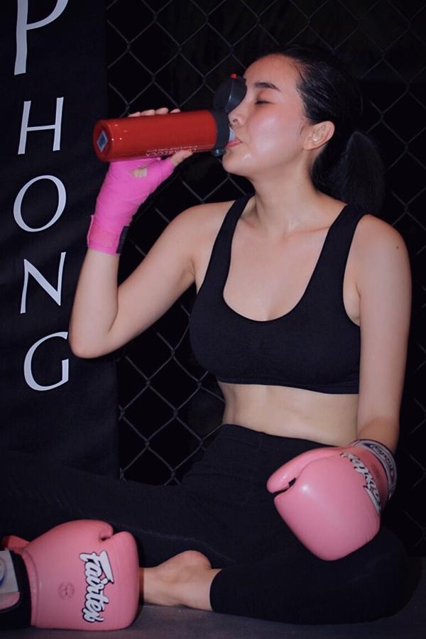 Những ngày qua, Cao Thái Hà thực hiện một số cảnh quay tại TP HCM. Đầu tháng 8,cô cùng ekip đoàn phim sẽ đếnPhú Yên - nơi diễn ra những cảnh quay chính của bộ phim.