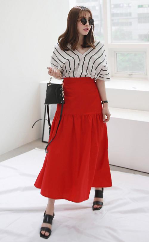 Các mẫu áo thun kiểu dáng đơn giản, họa tiết ăn khách được lòng phái đẹp vì dễ phối đồ.